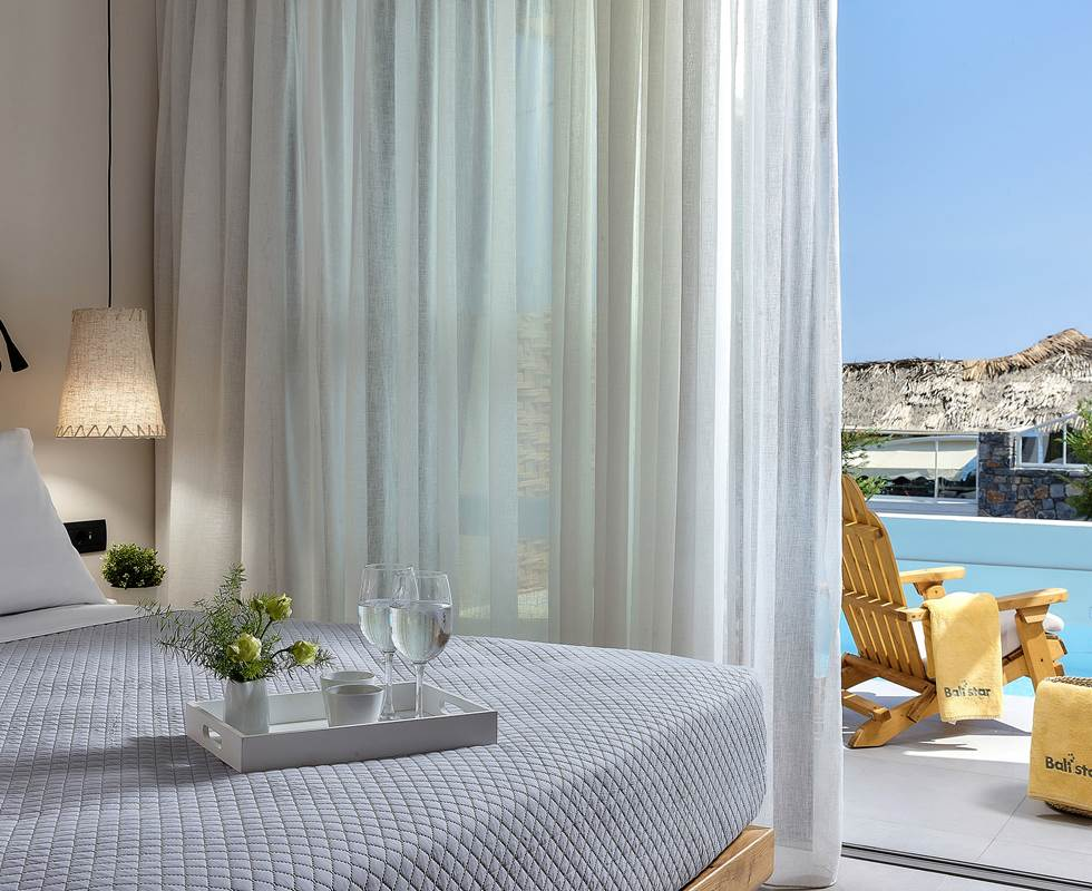 ONE BEDROOM SUITE SHARING POOL AND SEA VIEW
