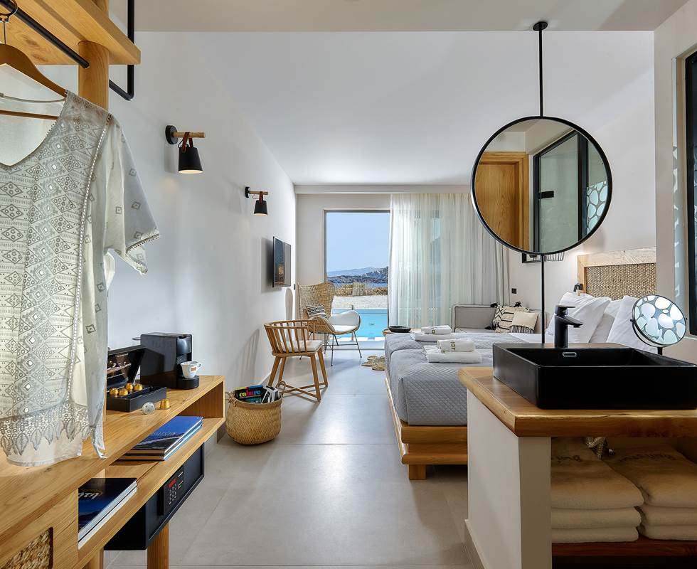 JUNIOR SUITE WITH SHARING POOL AND SEA VIEW